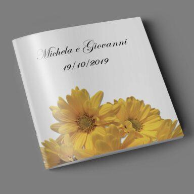 Copertina libretto messa con fiori gialli ad effetto 3d su carta perlata Majestic